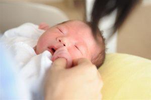 赤ちゃんの乳児湿疹、どうすれば治る?